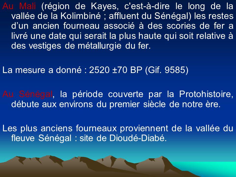 Au Mali (région de Kayes, c'est-à-dire le long de la vallée de la Kolimbiné ; affluent du Sénégal) les restes dun ancien fourneau associé à des scorie