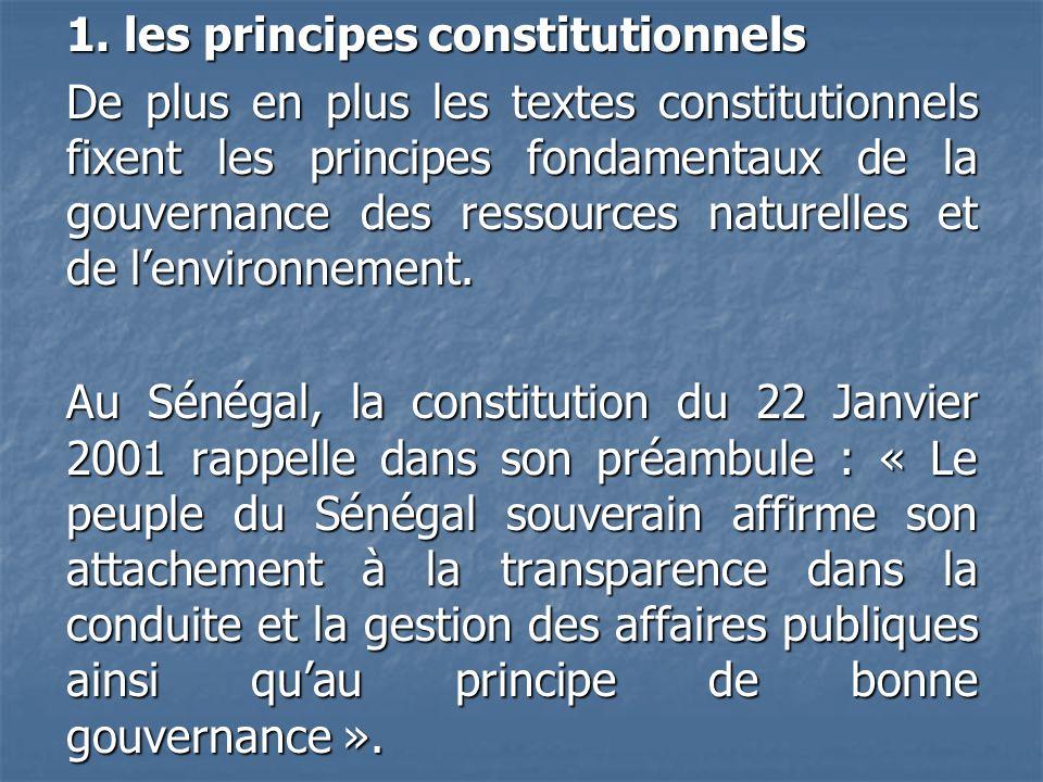 1. les principes constitutionnels De plus en plus les textes constitutionnels fixent les principes fondamentaux de la gouvernance des ressources natur