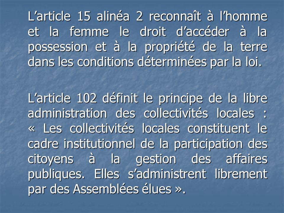 Larticle 15 alinéa 2 reconnaît à lhomme et la femme le droit daccéder à la possession et à la propriété de la terre dans les conditions déterminées pa