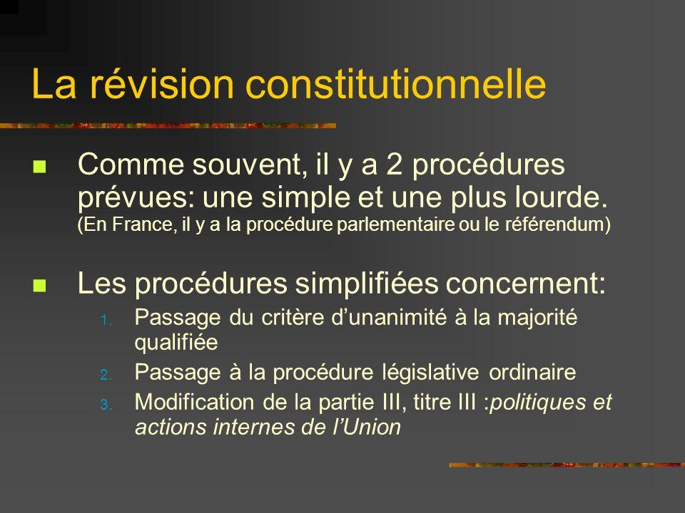 La révision constitutionnelle Comme souvent, il y a 2 procédures prévues: une simple et une plus lourde. (En France, il y a la procédure parlementaire