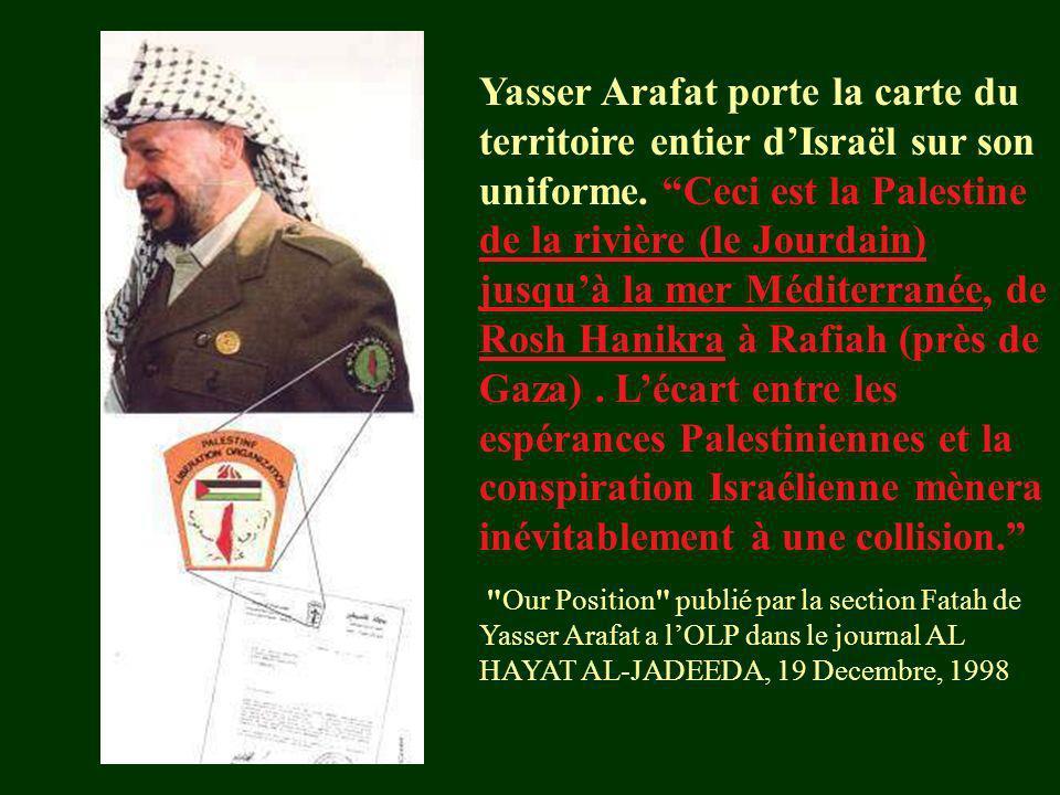 Yasser Arafat porte la carte du territoire entier dIsraël sur son uniforme. Ceci est la Palestine de la rivière (le Jourdain) jusquà la mer Méditerran