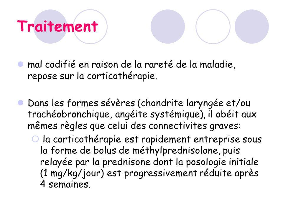 Traitement mal codifié en raison de la rareté de la maladie, repose sur la corticothérapie. Dans les formes sévères (chondrite laryngée et/ou trachéob