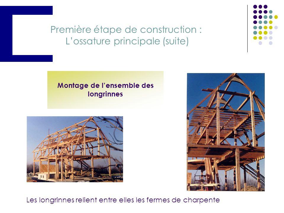 Première étape de construction : Lossature principale Montage de la première ferme de charpente Construction de lossature sur deux niveaux Montage de