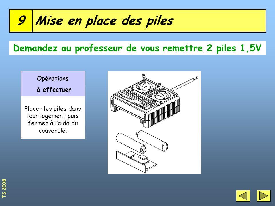 Mise en place des piles9 Demandez au professeur de vous remettre 2 piles 1,5V Opérations à effectuer Placer les piles dans leur logement puis fermer à