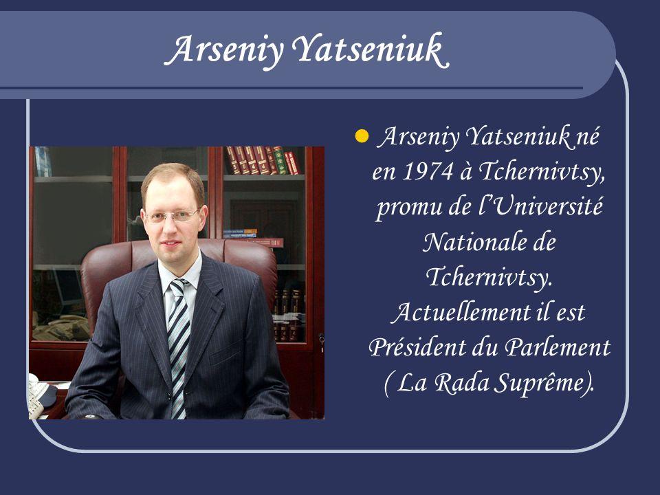 Arseniy Yatseniuk Arseniy Yatseniuk né en 1974 à Tchernivtsy, promu de lUniversité Nationale de Tchernivtsy. Actuellement il est Président du Parlemen