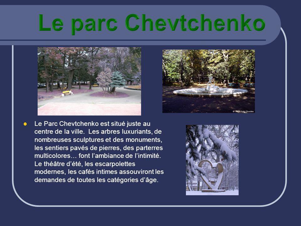 Le Parc Chevtchenko est situé juste au centre de la ville. Les arbres luxuriants, de nombreuses sculptures et des monuments, les sentiers pavés de pie
