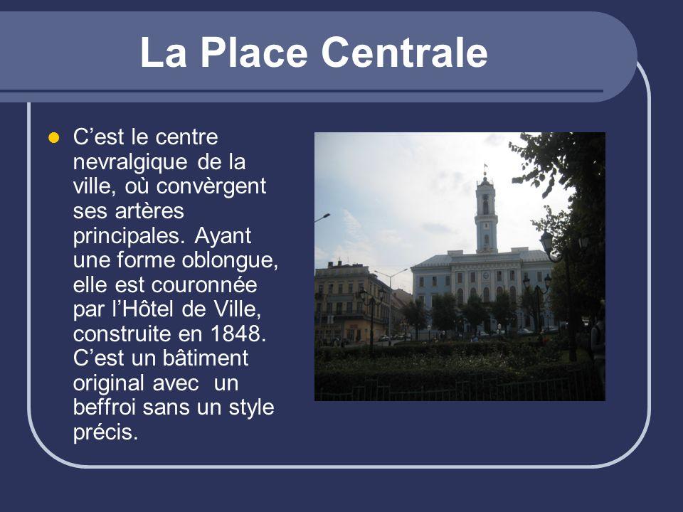 La Place Centrale Cest le centre nevralgique de la ville, où convèrgent ses artères principales. Ayant une forme oblongue, elle est couronnée par lHôt