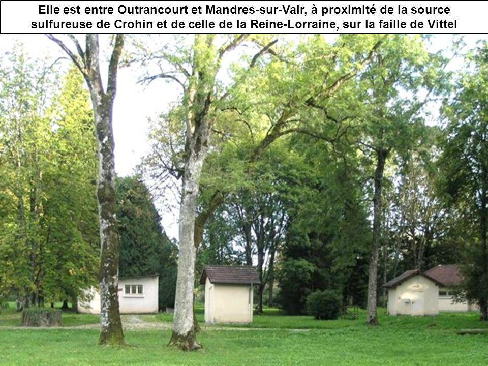 La source des Essarts appartient toujours à Vittel Elle est entre Outrancourt et Mandres-sur-Vair, à proximité de la source sulfureuse de Crohin et de