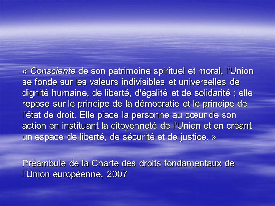 « Consciente de son patrimoine spirituel et moral, l Union se fonde sur les valeurs indivisibles et universelles de dignité humaine, de liberté, d égalité et de solidarité ; elle repose sur le principe de la démocratie et le principe de l état de droit.