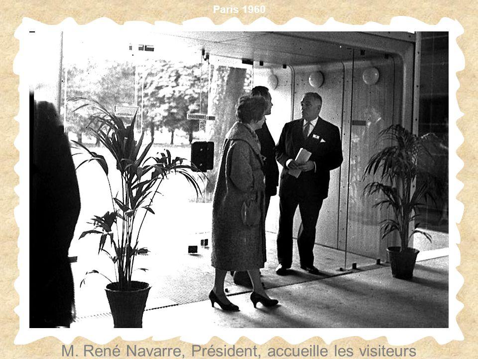 Paris 1960 M. René Navarre, Président, accueille les visiteurs