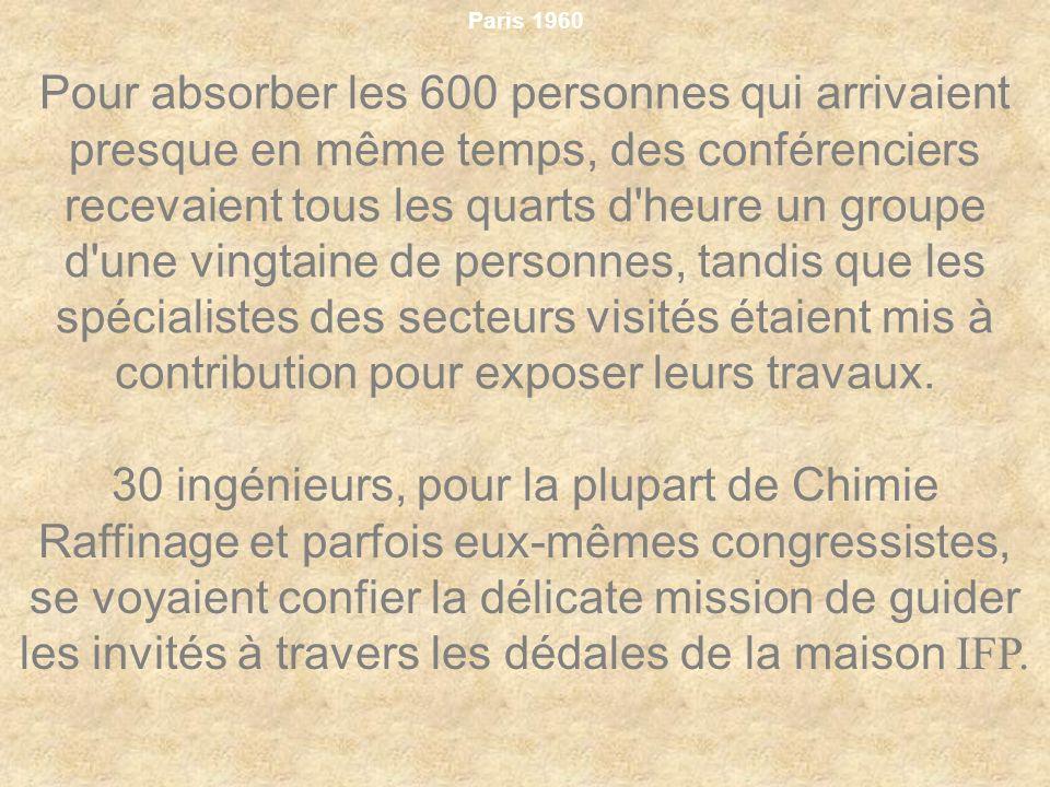 Paris 1960 Pour absorber les 600 personnes qui arrivaient presque en même temps, des conférenciers recevaient tous les quarts d'heure un groupe d'une
