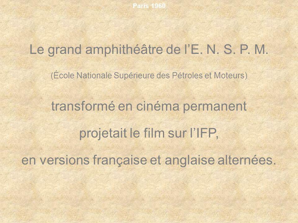 Paris 1960 Le grand amphithéâtre de lE. N. S. P. M. (École Nationale Supérieure des Pétroles et Moteurs) transformé en cinéma permanent projetait le f