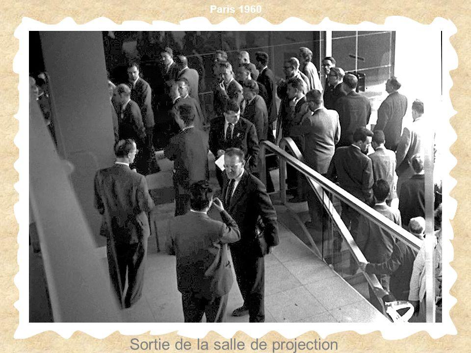 Paris 1960 Sortie de la salle de projection