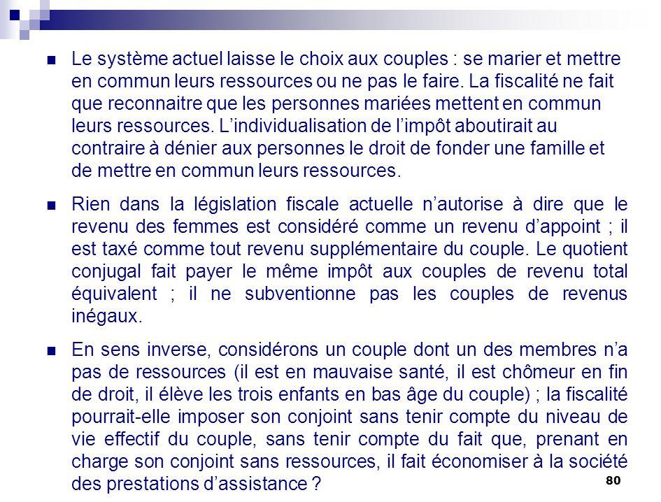 80 Le système actuel laisse le choix aux couples : se marier et mettre en commun leurs ressources ou ne pas le faire. La fiscalité ne fait que reconna