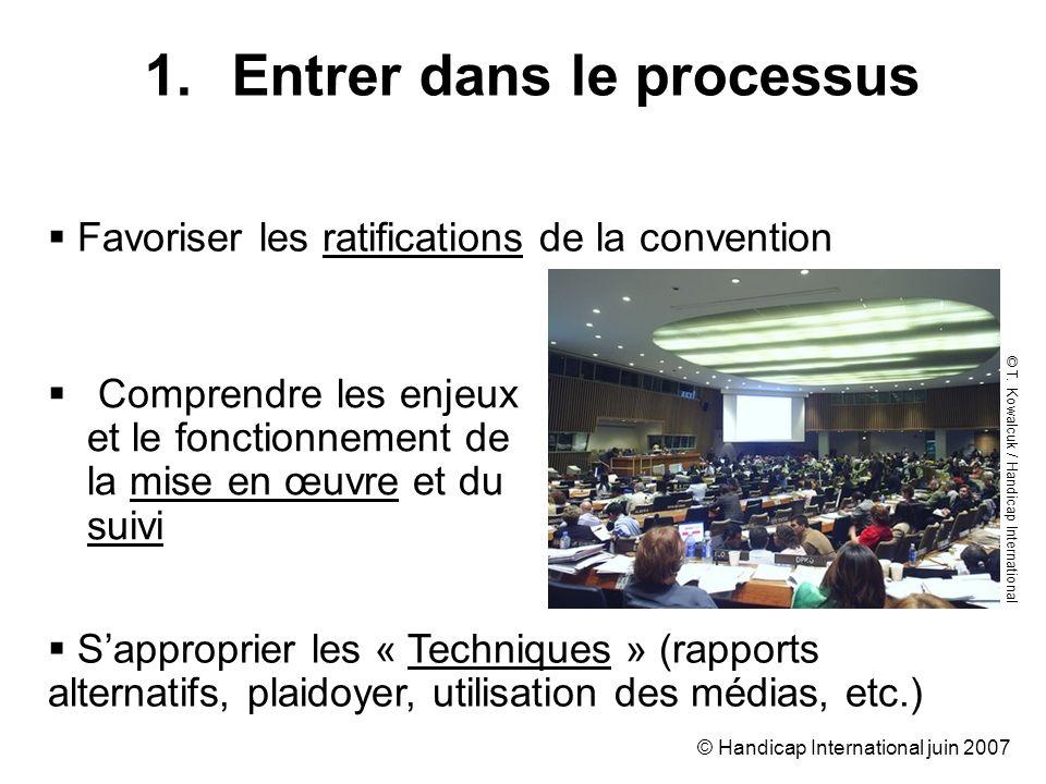 © Handicap International juin 2007 Comprendre les enjeux et le fonctionnement de la mise en œuvre et du suivi 1.Entrer dans le processus Favoriser les