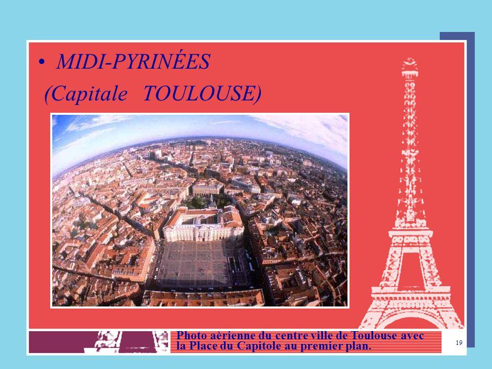 18 AQUITAINE (Capitale BORDEAUX) La cathédrale Saint André – vue dune tour. Aquitaine cest une Région de vignobles et de vins fameux Dans cette région