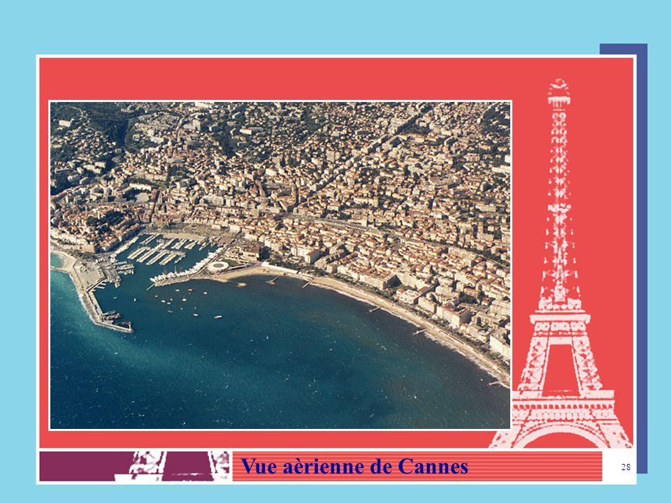 27 Le Carnaval de Nice est très fameux – Vue de la Promenade des Anglais