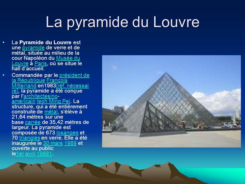 La pyramide du Louvre La Pyramide du Louvre est une pyramide de verre et de métal, située au milieu de la cour Napoléon du Musée du Louvre à Paris, où