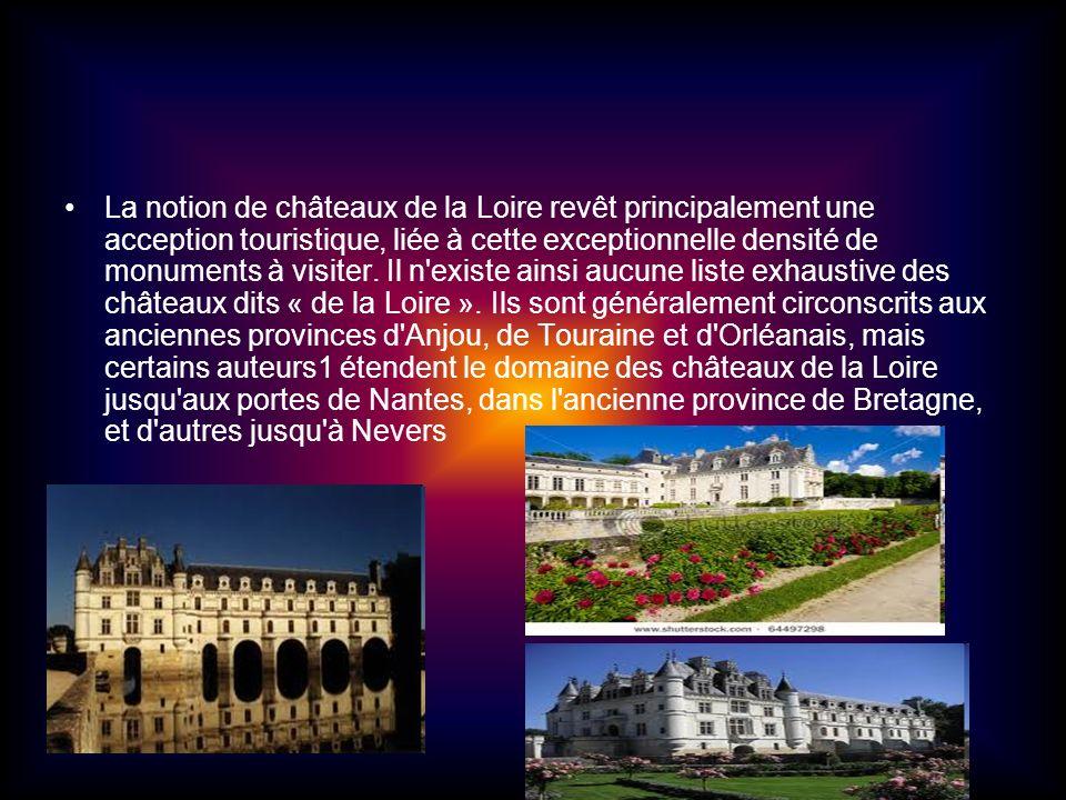 La notion de châteaux de la Loire revêt principalement une acception touristique, liée à cette exceptionnelle densité de monuments à visiter. Il n'exi