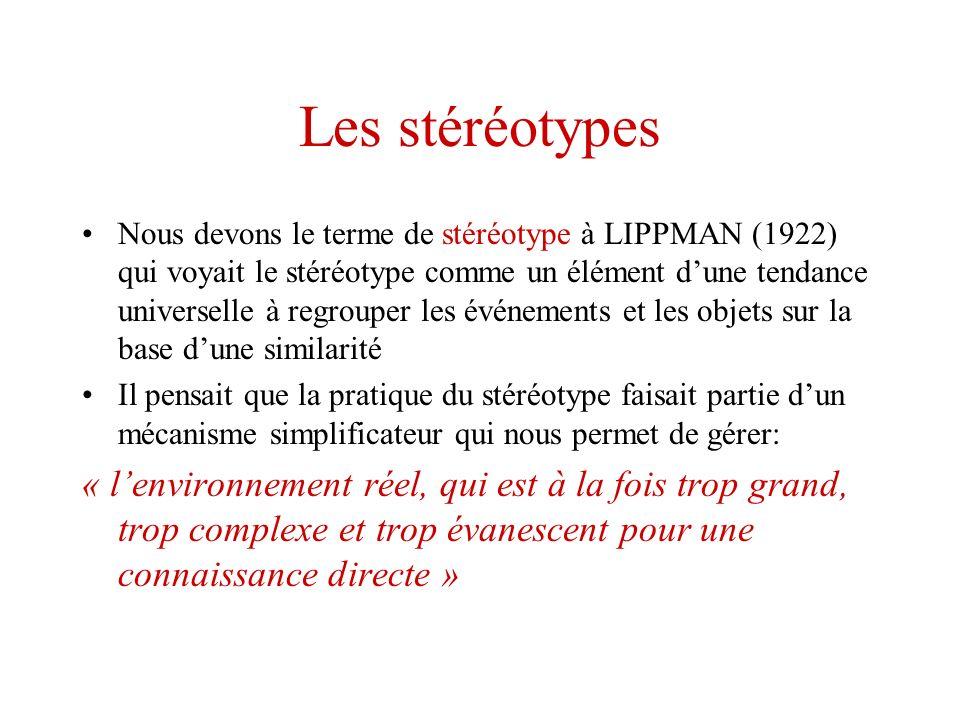 Les stéréotypes Nous devons le terme de stéréotype à LIPPMAN (1922) qui voyait le stéréotype comme un élément dune tendance universelle à regrouper le