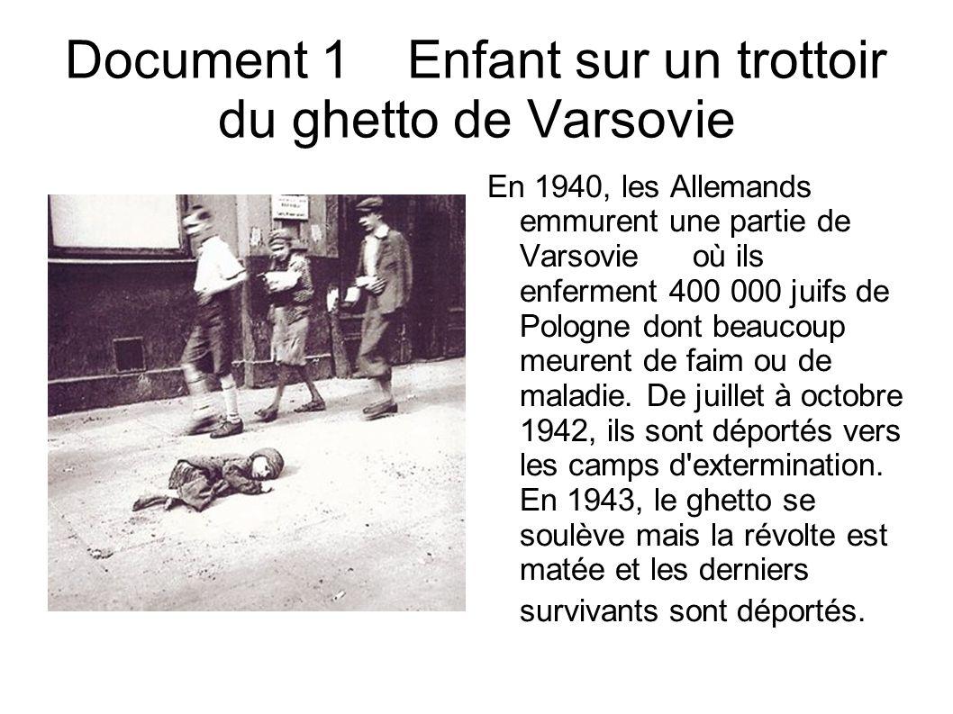 Document 1Enfant sur un trottoir du ghetto de Varsovie En 1940, les Allemands emmurent une partie de Varsovieoù ils enferment 400 000 juifs de Pologne