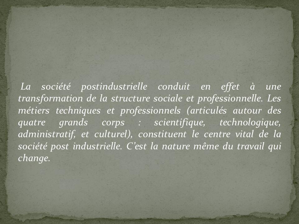 La société postindustrielle conduit en effet à une transformation de la structure sociale et professionnelle. Les métiers techniques et professionnels