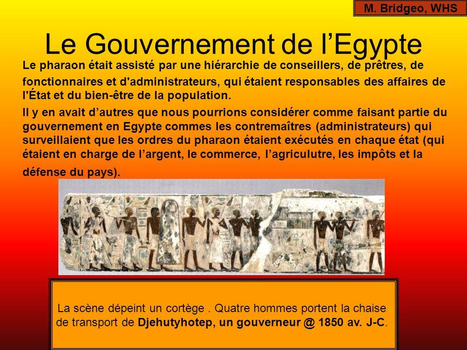 Le Gouvernement de lEgypte Le pharaon était assisté par une hiérarchie de conseillers, de prêtres, de fonctionnaires et d'administrateurs, qui étaient