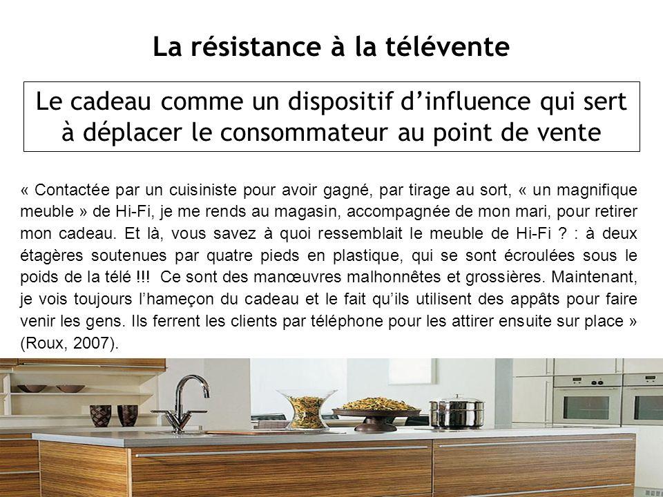 « Contactée par un cuisiniste pour avoir gagné, par tirage au sort, « un magnifique meuble » de Hi-Fi, je me rends au magasin, accompagnée de mon mari