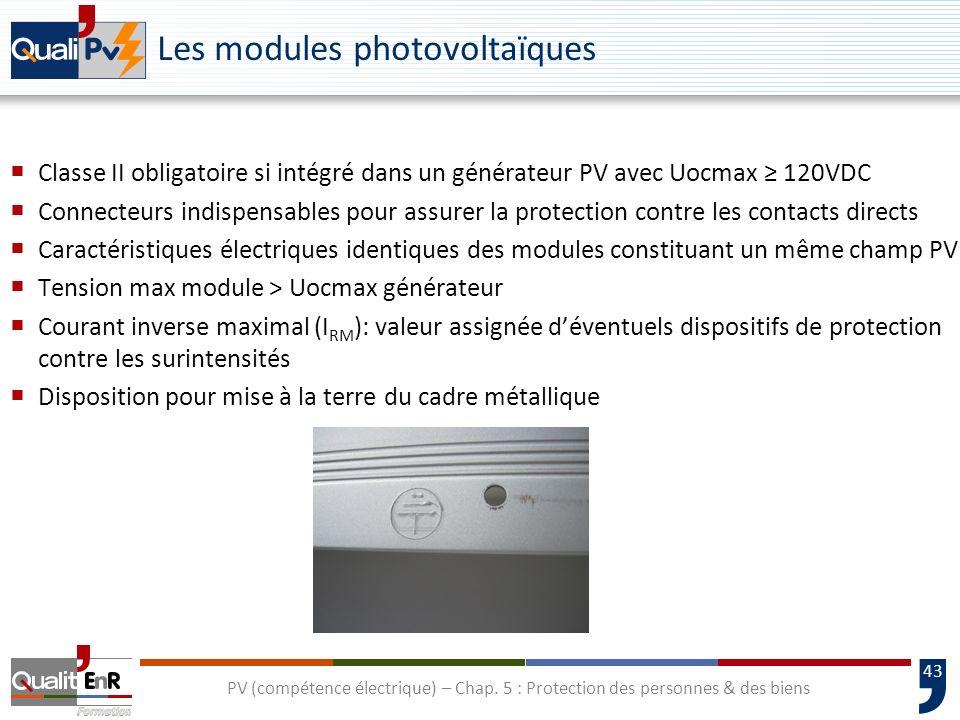 43 Les modules photovoltaïques Classe II obligatoire si intégré dans un générateur PV avec Uocmax 120VDC Connecteurs indispensables pour assurer la pr