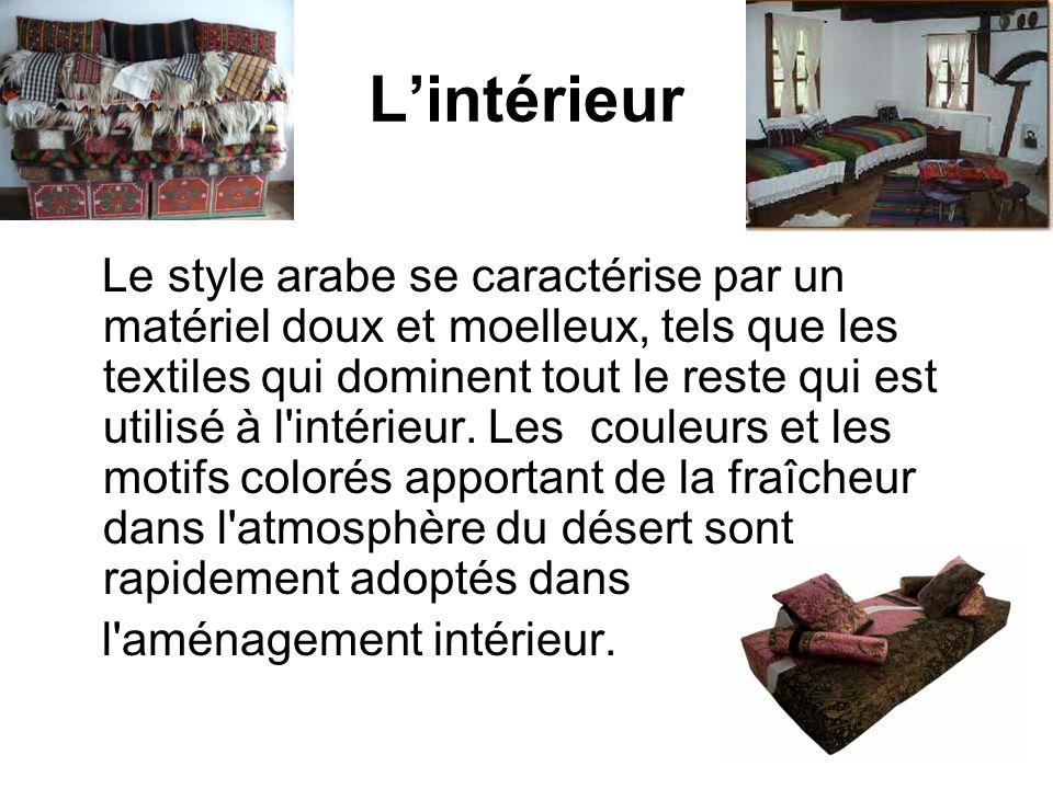 Lintérieur Le style arabe se caractérise par un matériel doux et moelleux, tels que les textiles qui dominent tout le reste qui est utilisé à l'intéri