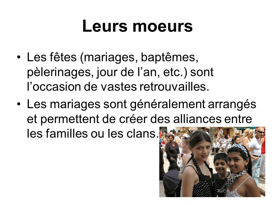 Leurs moeurs Les fêtes (mariages, baptêmes, pèlerinages, jour de lan, etc.) sont loccasion de vastes retrouvailles. Les mariages sont généralement arr