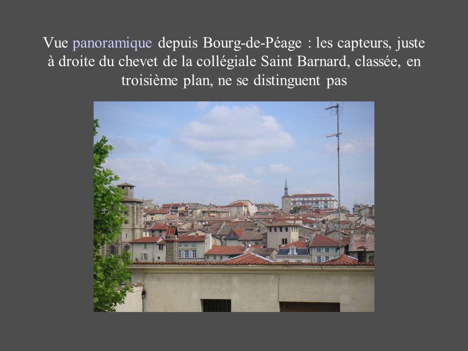 Vue panoramique depuis Bourg-de-Péage : les capteurs, juste à droite du chevet de la collégiale Saint Barnard, classée, en troisième plan, ne se disti