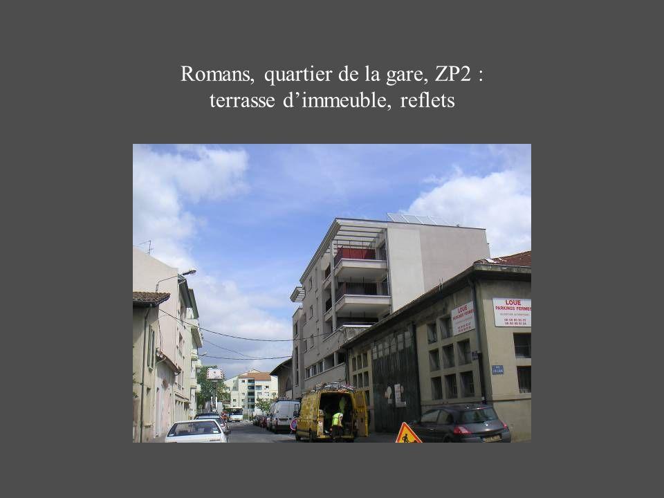 Romans, quartier de la gare, ZP2 : terrasse dimmeuble, reflets