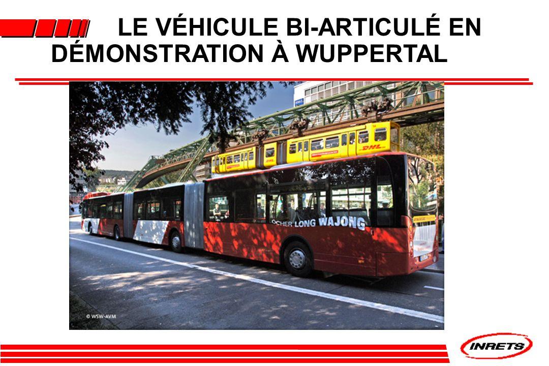 LE VÉHICULE BI-ARTICULÉ EN DÉMONSTRATION À WUPPERTAL