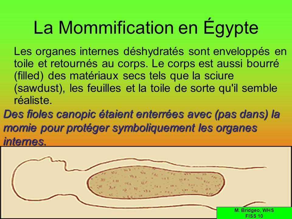 La Mommification en Égypte Les organes internes déshydratés sont enveloppés en toile et retournés au corps. Le corps est aussi bourré (filled) des mat