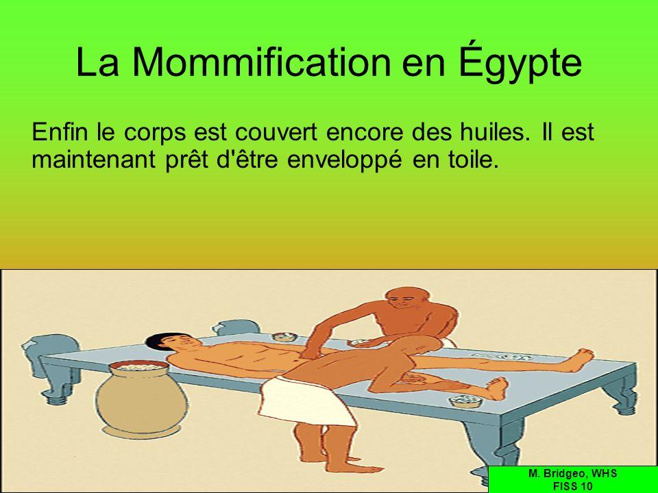 La Mommification en Égypte Enfin le corps est couvert encore des huiles. Il est maintenant prêt d'être enveloppé en toile. M. Bridgeo, WHS FISS 10