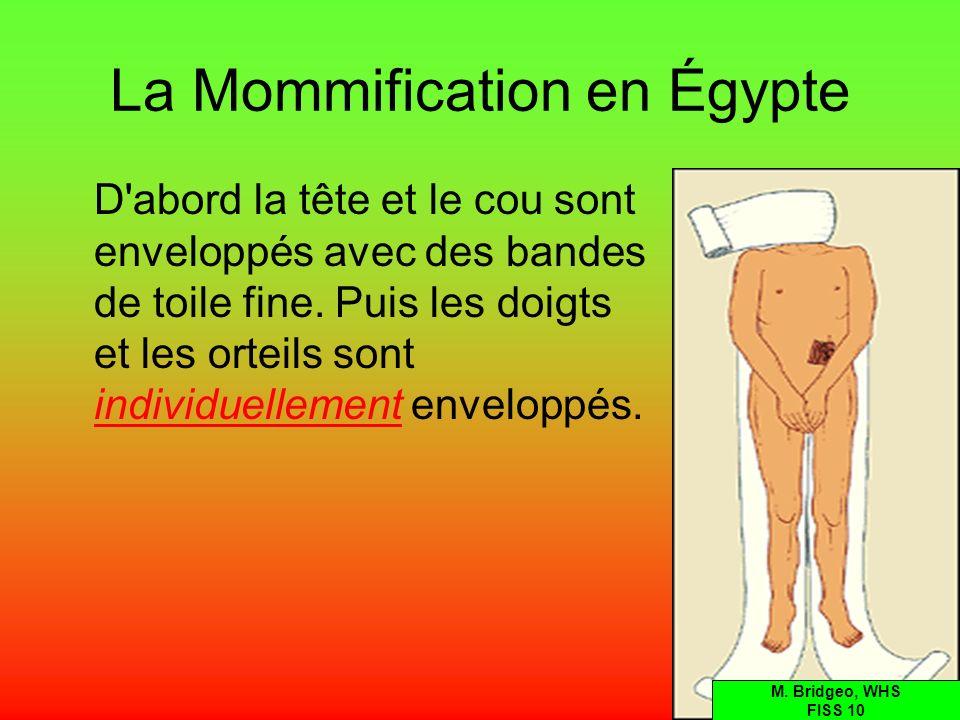 La Mommification en Égypte D'abord la tête et le cou sont enveloppés avec des bandes de toile fine. Puis les doigts et les orteils sont individuelleme