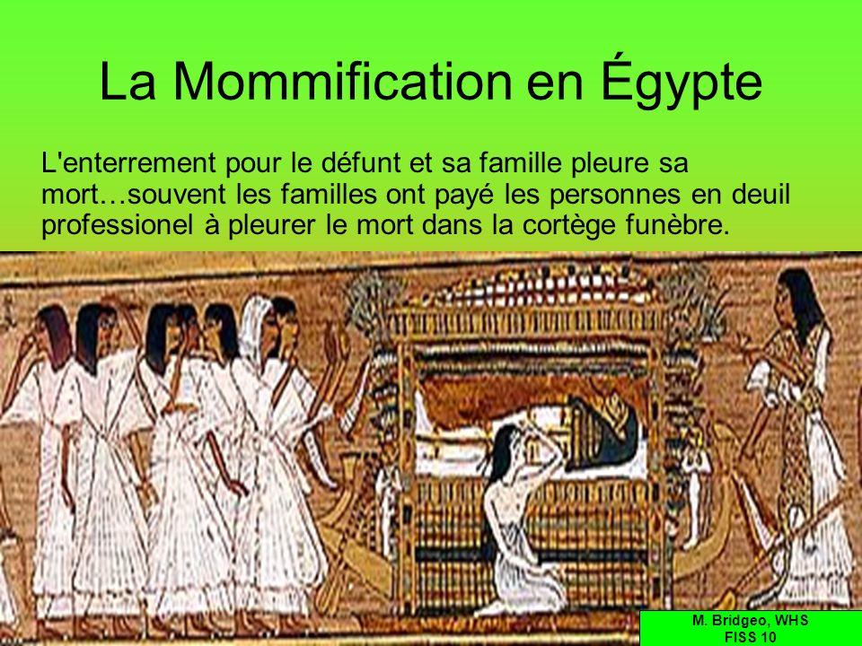 La Mommification en Égypte L'enterrement pour le défunt et sa famille pleure sa mort…souvent les familles ont payé les personnes en deuil professionel