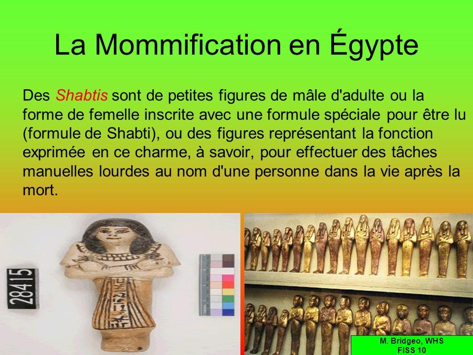 La Mommification en Égypte Des Shabtis sont de petites figures de mâle d'adulte ou la forme de femelle inscrite avec une formule spéciale pour être lu