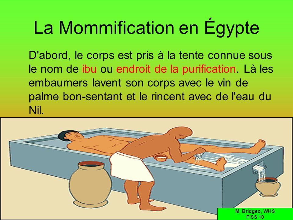 La Mommification en Égypte D'abord, le corps est pris à la tente connue sous le nom de ibu ou endroit de la purification. Là les embaumers lavent son