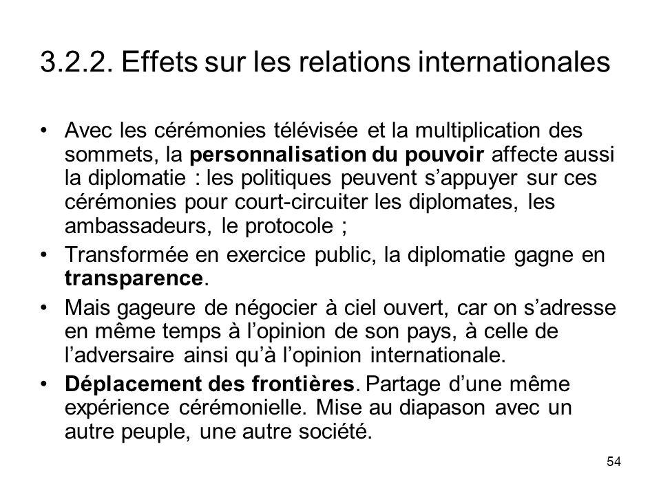 54 3.2.2. Effets sur les relations internationales Avec les cérémonies télévisée et la multiplication des sommets, la personnalisation du pouvoir affe