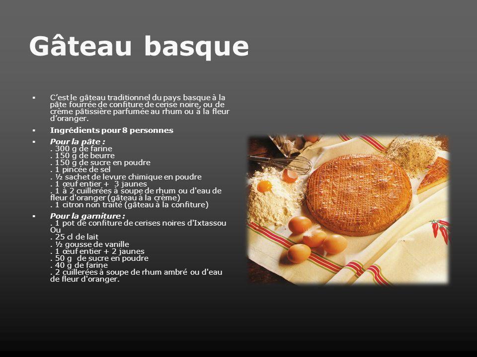 Gâteau basque Cest le gâteau traditionnel du pays basque à la pâte fourrée de confiture de cerise noire, ou de crème pâtissière parfumée au rhum ou à