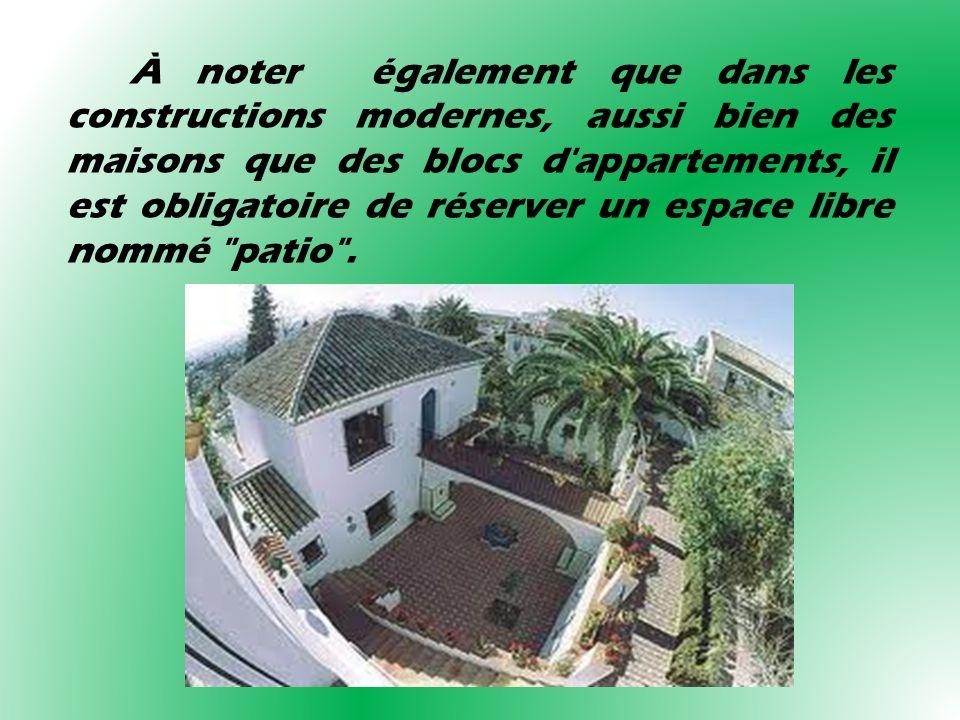 À noter également que dans les constructions modernes, aussi bien des maisons que des blocs d'appartements, il est obligatoire de réserver un espace l