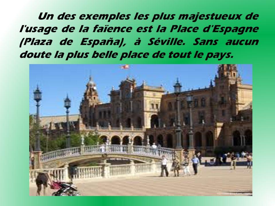 Un des exemples les plus majestueux de l'usage de la faïence est la Place d'Espagne (Plaza de España), à Séville. Sans aucun doute la plus belle place