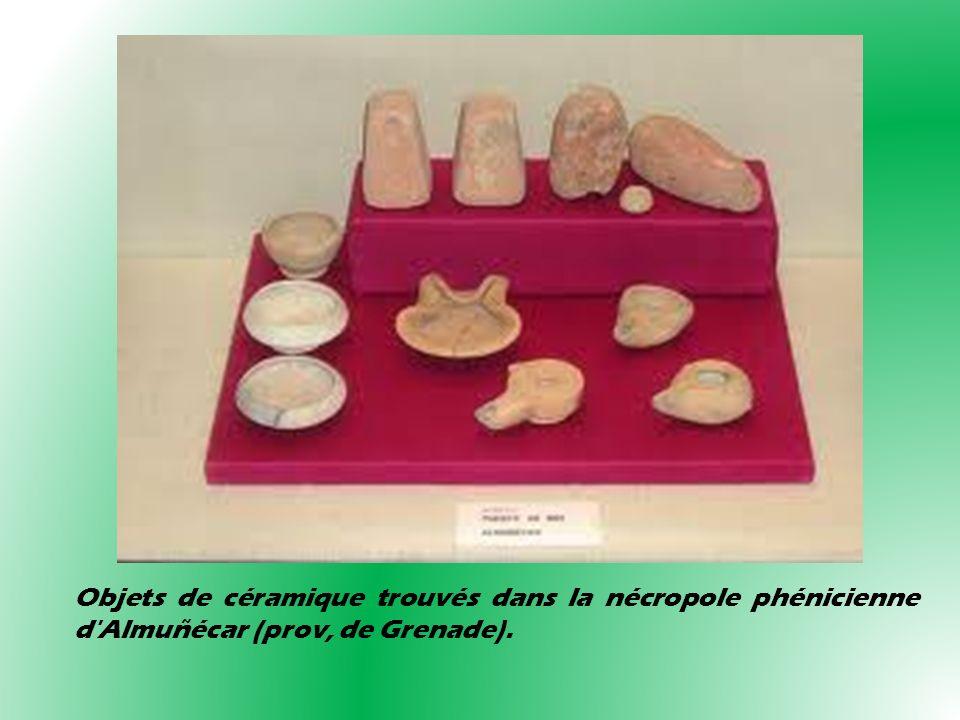 Objets de céramique trouvés dans la nécropole phénicienne d'Almuñécar (prov, de Grenade).