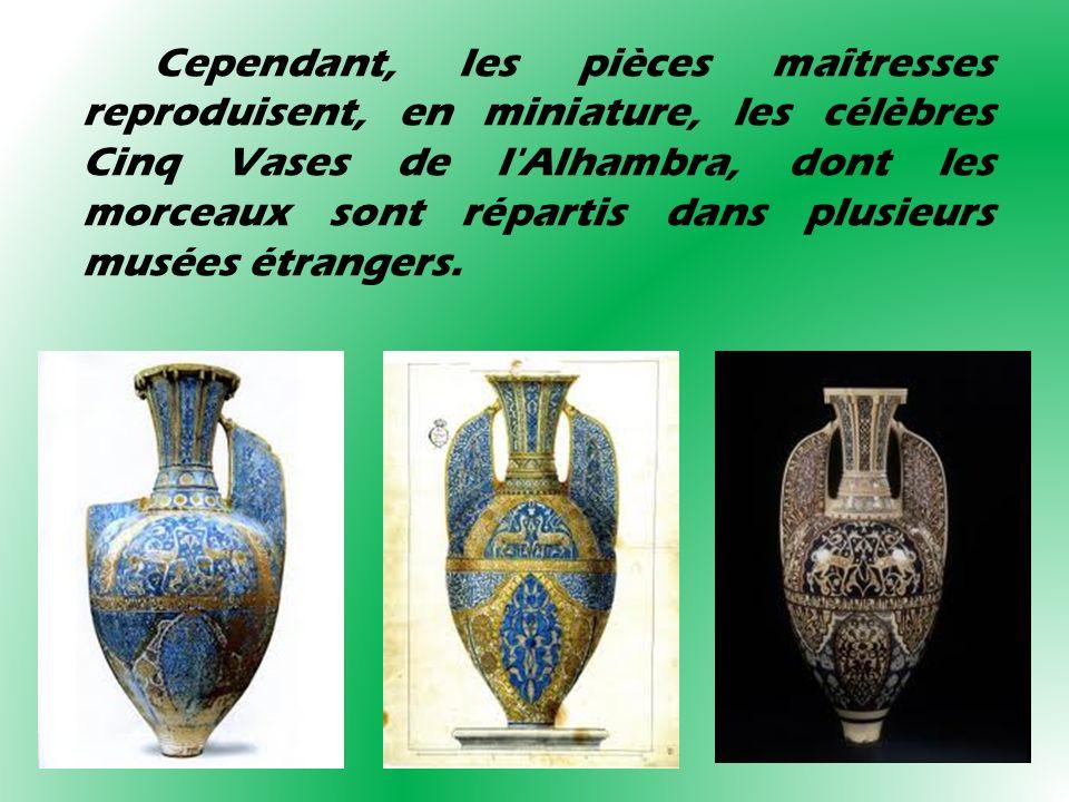 Cependant, les pièces maîtresses reproduisent, en miniature, les célèbres Cinq Vases de l'Alhambra, dont les morceaux sont répartis dans plusieurs mus