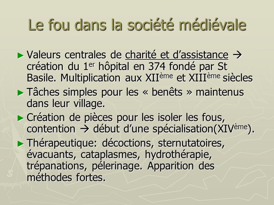 Le fou dans la société médiévale Valeurs centrales de charité et dassistance création du 1 er hôpital en 374 fondé par St Basile. Multiplication aux X