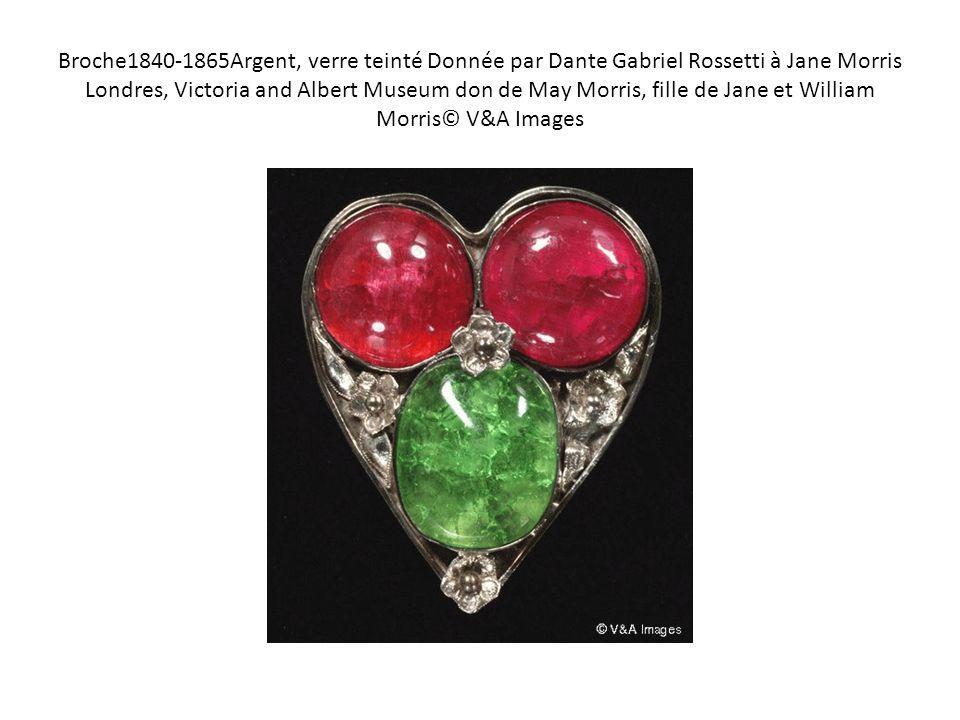 Broche1840-1865Argent, verre teinté Donnée par Dante Gabriel Rossetti à Jane Morris Londres, Victoria and Albert Museum don de May Morris, fille de Ja
