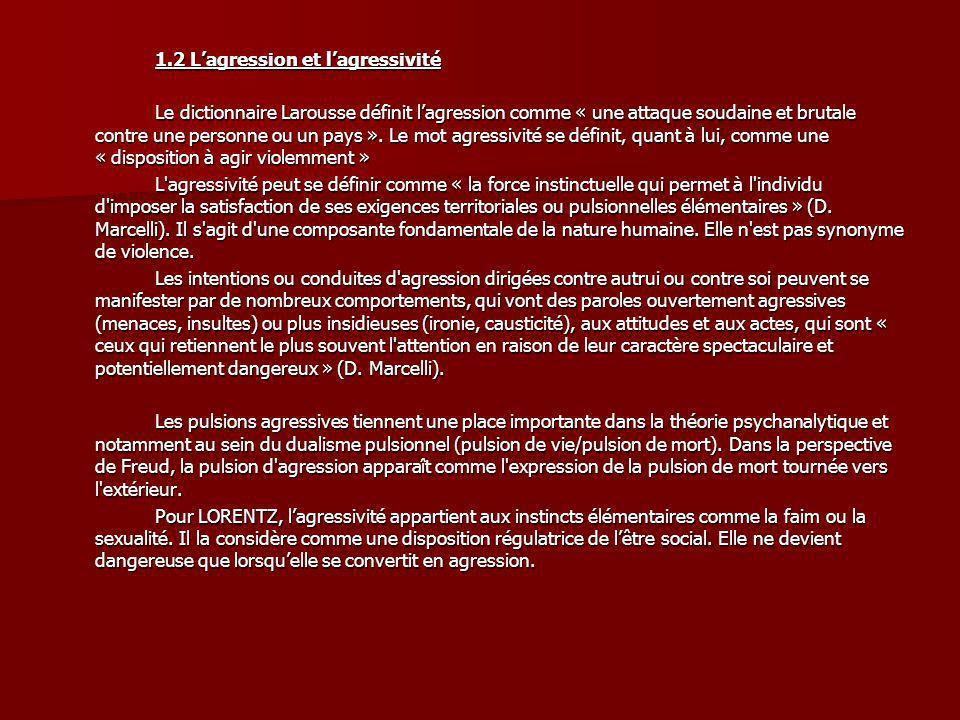 1.2 Lagression et lagressivité Le dictionnaire Larousse définit lagression comme « une attaque soudaine et brutale contre une personne ou un pays ». L