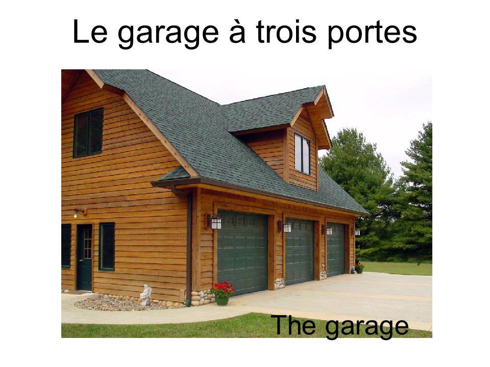 Le garage à trois portes The garage